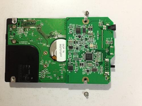 HD-PSUG2のHDDのネジが外せたところ
