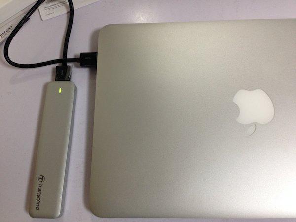 MacとSSDケースの接続