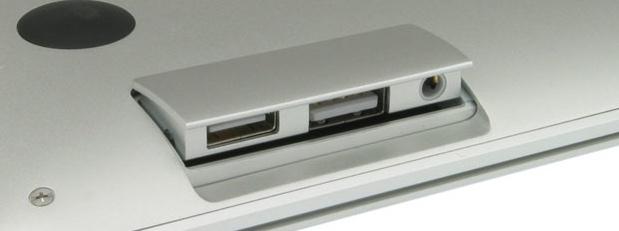 MacBookAirPortsOpen2
